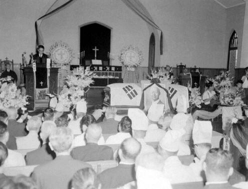 Seoul: Funeral Service for Syngman Rhee, First President of the Republic of Korea, 1965 고 이승만 전대통령의 장례식