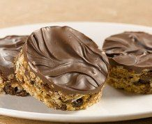 Rice Krispies Chocolate Decadence Squares - Find the recipe at Ricekrispies.ca #chocolate #ricekrispies #treats #squares #bars #recipe