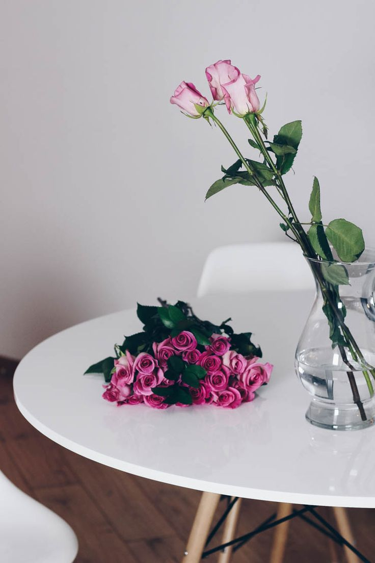 Pink roses on Structube Eiffel Dining Table