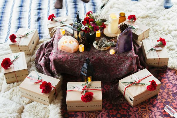 Honey & Sage Company A monthly women's wellness care package to nurture your spirit + body + earth through radical self-care. Your box contains 5 to 7 goods and something to share with a woman you love. Packages ship the first full week of each month.