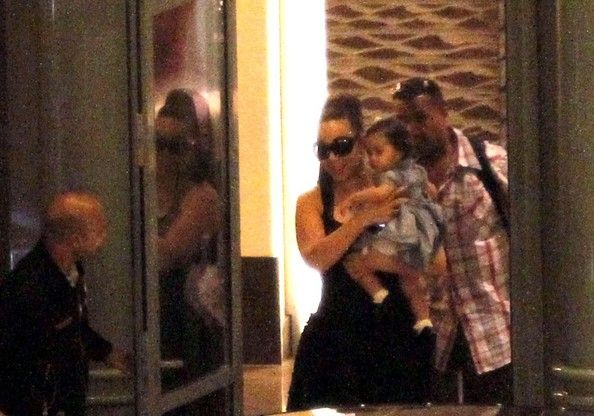 Mariah Carey Photos Photos - Mariah Carey arrives at Nice Cote d'Azur airport with her twins Monroe and Moroccan (b. April 30, 2011). - Mariah Carey at the Airport