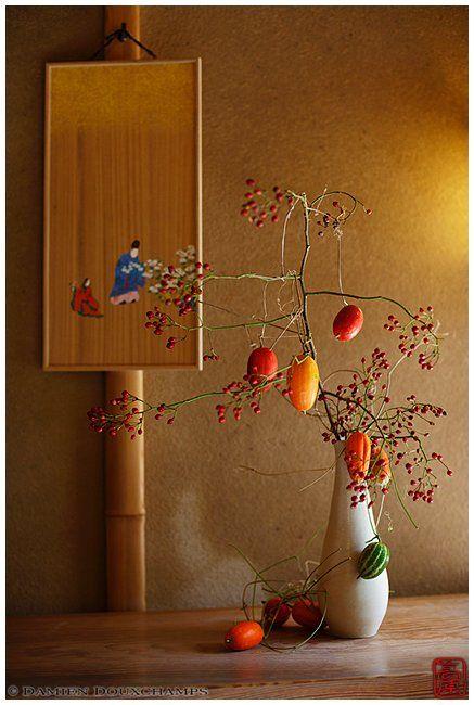 megazaled: Ikebana in Hosendo tea house, Kyoto (via Damien...