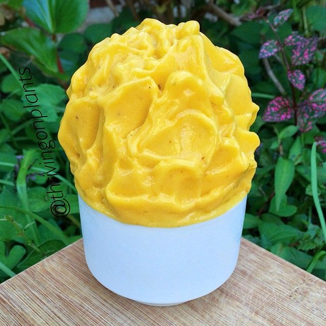 2 INGREDIENT Mango & Banana Nicecream ✨ ✖️In a food processor, add in frozen mangoes + frozen bananas. I add it in the ratio of about 2/3 mango and 1/3 banana! Basically the more mango you add, the stronger the taste. You can definitely just use 100% frozen mangoes but the frozen bananas make it creamier! :) Basically just process (no need for any liquid) until smooth!  ✖️ADD ME ON SNAPCHAT: cherietu