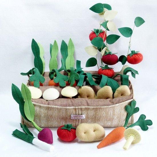 Horta em Feltro -  Brinquedo 100% artesanal estimula o contato com os alimentos, desenvolve a coordenação motora e garante a diversão!!!