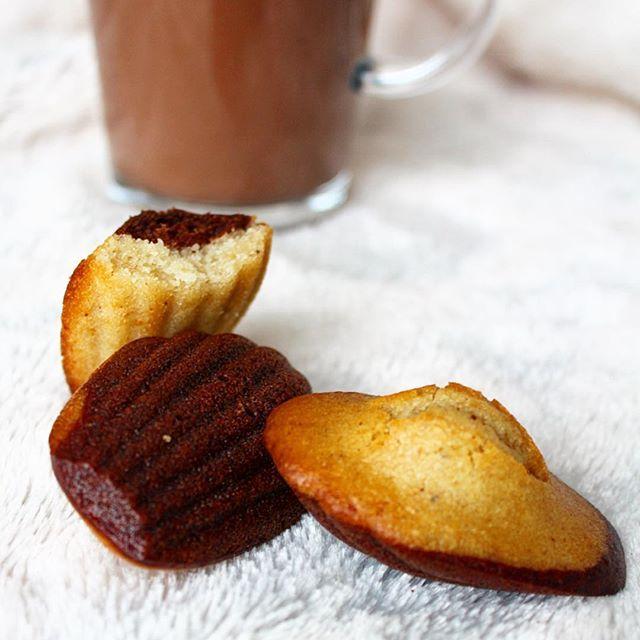 Ça y est, la recette des madeleines marbrées vegan & sans gluten est en ligne sur le blog, avec les explications pour obtenir la jolie bosse ✨ Je me suis inspirée de la recette de @lafeestephanie mais j'y ai apporté des modifications 😉 Surtout testez ces madeleines, elles sont très simples à faire et le résultat est délicieux 😋Elles sont aussi moelleuses qu'un ☁️ et légèrement croustillantes à l'extérieur 👌🏻À aromatiser comme vous le souhaitez, ici dans la partie chocolatée 🍫 j'ai…
