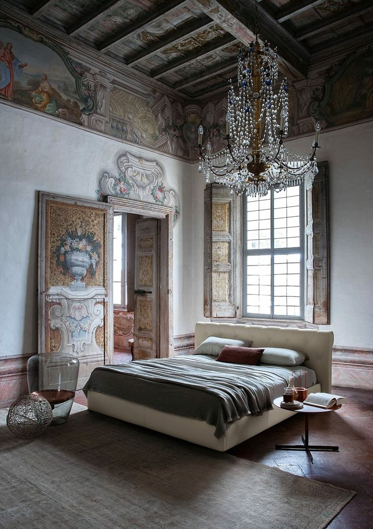 POLTRONA FRAU A Headboard Defined By Simple Decor With Large Diamond Motifs Refined And E