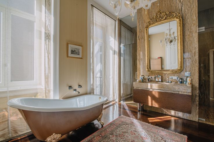HomeLovers: luxurious bathroom