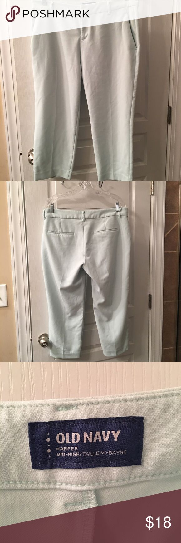 Old Navy Harper mid rise capri's EUC. Light mint color. Old Navy Pants Capris
