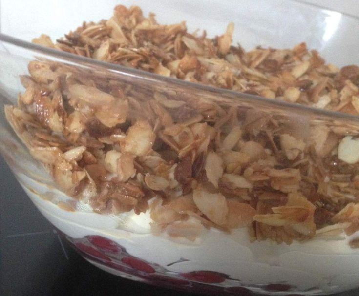 Kirschnachtisch/ Kirsch Nachtisch mit karamellisierten Mandeln