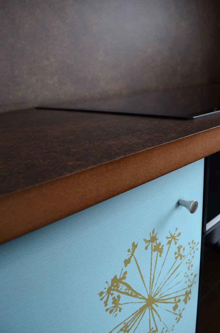 http://www.yotka.pl/ kitchen all in laminate :-)  Kuchnia zupełnie niepowtarzalna - cała w laminacie. Na frontach laminat ze strukturą sztruksu - niesamowity efekt, blat oraz przestrzeń między szafkami - również laminat. Więcej zdjęć w galerii na naszej stronie internetowej. Zapraszamy. YOTKA - wyposażenie wnętrz meble