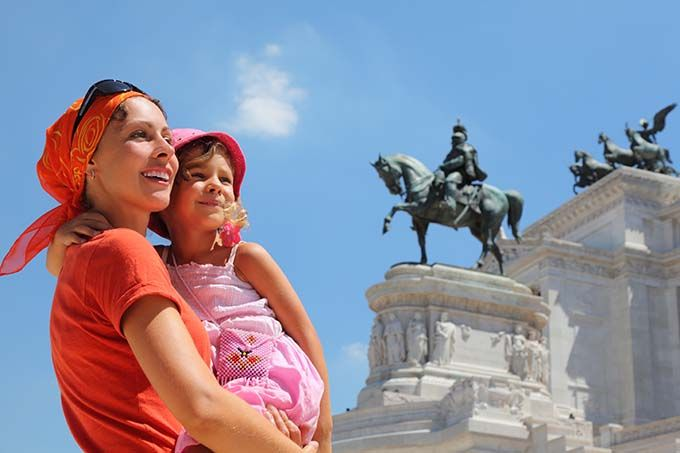mother and child in rome vittorio emanuele monument italy 680 Rome with Kids: what else can we see