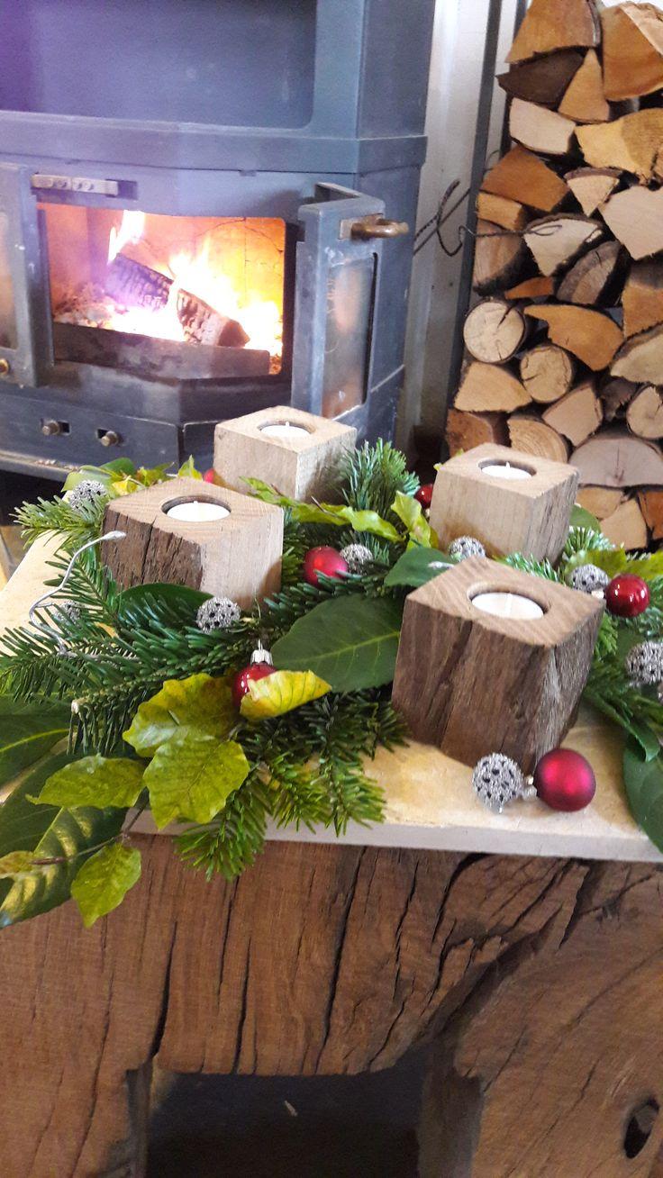 kerzenwrfel aus altholz im adventsarrangement handgefertigt aus rosenheim bayern - Kopfteil Plant Holzbearbeitung