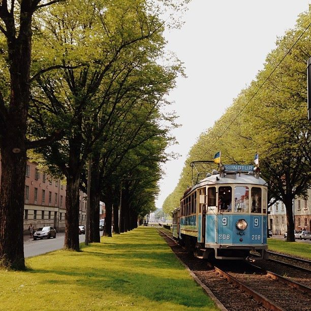 The Ringlinien vintage tram in Majorna. │ Every summer and winter you can go by vintage tram along the streets of central Gothenburg.