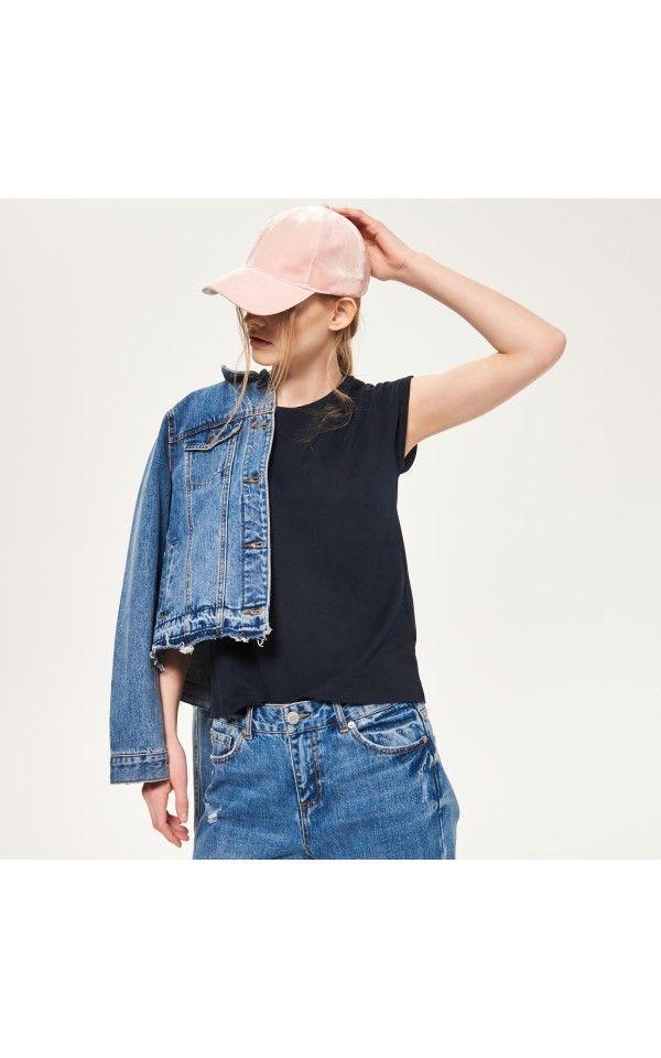 Capsule wardrobe t-shirt