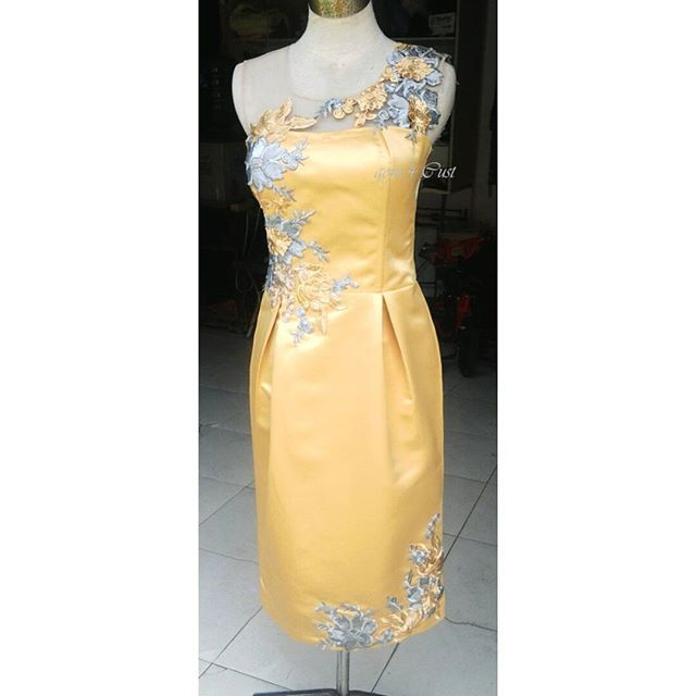 Applicated bustier dress using silver and gold flower lace ... ♥♥♥ // 744EBCAD - goju.id (LINE) // @fashion #ootdfashion #couture #lookbookindonesia #lookbook #ootdindo #babyootd #ootd #instafashion #olshopindo #olshopindonesia #bigsize #customsize #madetoorder #designerindonesia #fashionblogger #indonesianblogger #momanddaughters #preweddinggown #engagementdress