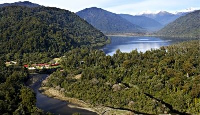 Wilderness Lodge and Lake Moeraki