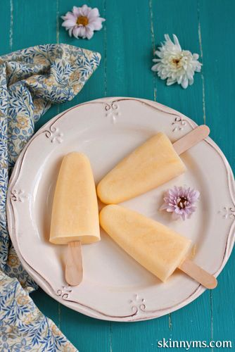 Pina Colada Popsicles are refreshing treat with ultra healthy coconut and pineapple. Super easy!! #homemadepopsicles #diypopsicles #healthyicecreams