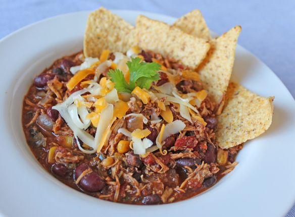 Slow cooker chicken chili | 204 calories per serving... **this is amaze-balls. Soon to be a staple in this household for the winter months