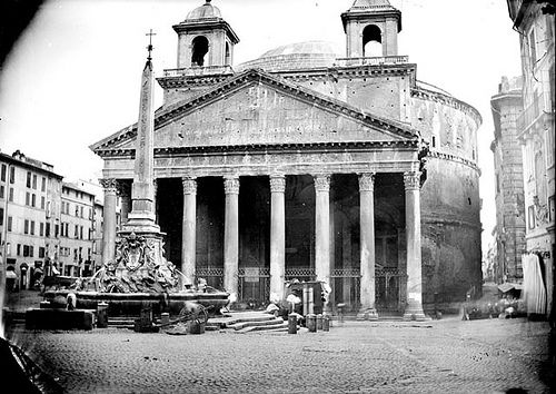 XIX c. picture of the Pantheon still showing the so called 'orecchie d'asino' (donkey's ears), i.e. the two bell-towers added by Berini in the XVII c., removed in 1883.