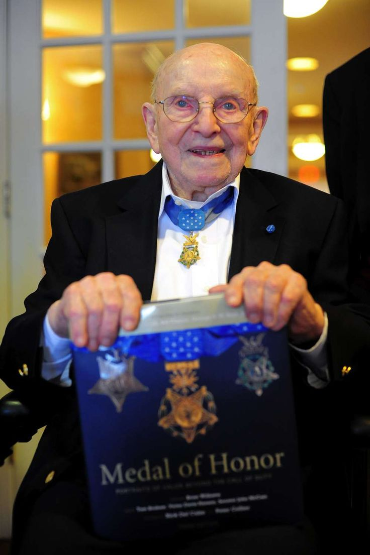 medal of honor recipient essay Essay that compares and contrasts the values of medal of honor write three examples of actions taken by these medal of honor recipients that demonstrate their.