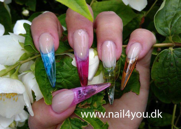 Gele negle, lavet i uv gele som er transparent, gele negle er stærke og knækker sjællent. Se flere gele negle designs på min tavle. Gel nails with nail art design.