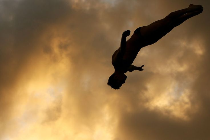 David Boudia of the USA dives during a training session at the Fort Lauderdale Aquatic Center during Day 1 of the AT USA Diving Grand Prix on May 7, 2009 in Fort Lauderdale, Florida (Photo by Al Bello/Getty Images)