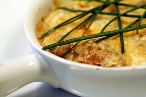 Low Cal French Onion Soup     PER SERVING: 138 calories; 6 g fat; 18 g carbohydrates; 15 g protein; 4 g fiber