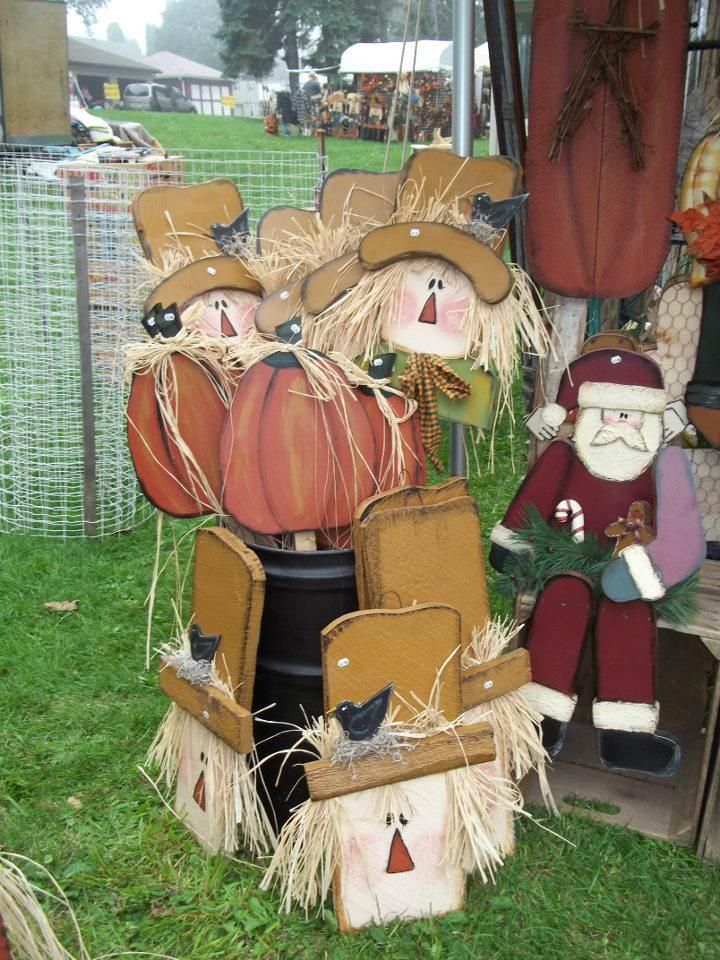 love these fall scarecrows