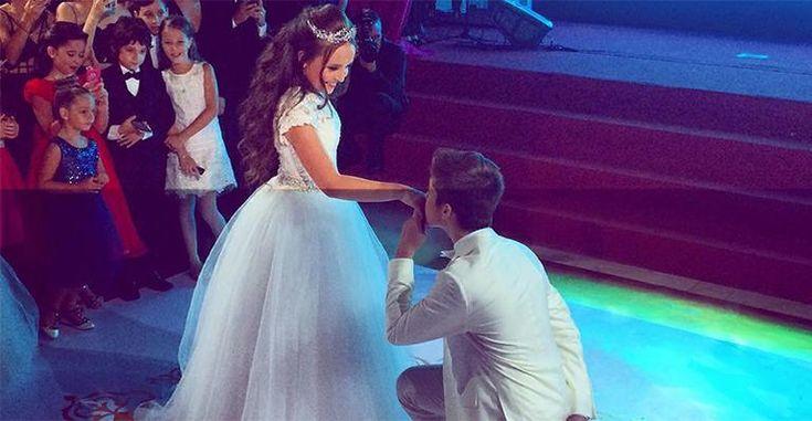 Com o namorado, Larissa Manoela vira princesa em sua festa de 15 anos
