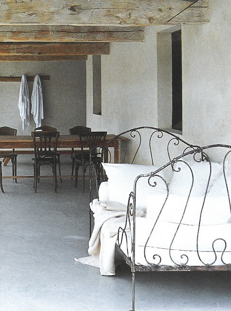 Côté Sud - dining table, daybed
