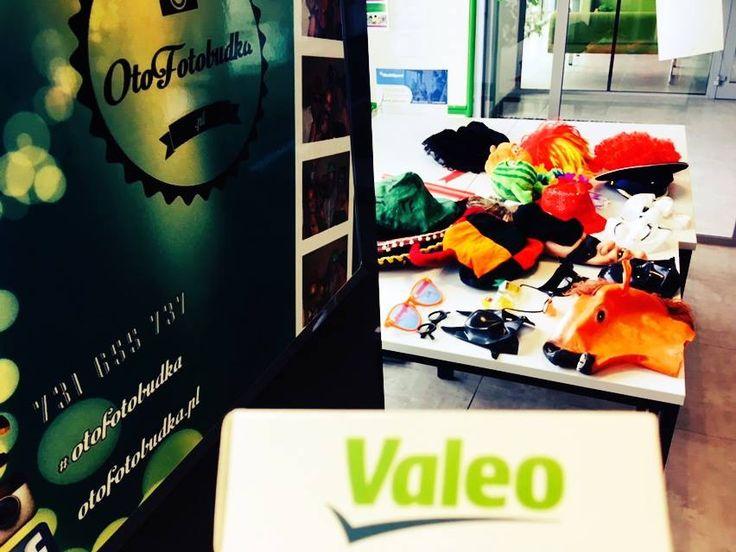 Dzisiaj u nas praca wre na całego. Rano pojawiliśmy się na Dniach Otwartych dla firmy #Valeo, a wieczorem zawitamy nie na jednym, a na dwóch weselach - wieczorem szykuje się niespodzianka od Otofotobudki ;). www.otofotobudka.pl Fotobudka Kraków, Małopolska i nie tylko  #corporateevents #otofotobudka #branding #firmowa #skawina #fotobudka