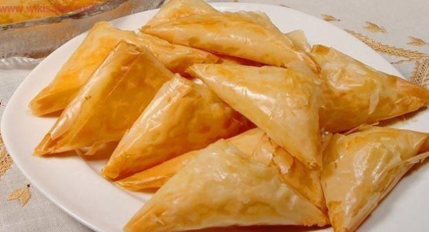 Πεντανόστιμα, τραγανά πιτάκια γεμιστά με πιπεριές διαφόρων χρωμάτων, κρεμμύδι και μανιτάρια, αρωματισμένα με σκόρδο, φρέσκια ρίγανη και θυμάρι. Μια εύκολη