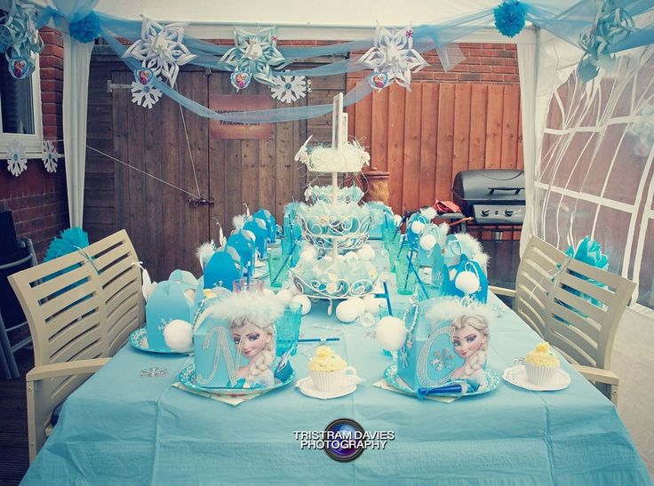Frozen Birthday Party table x