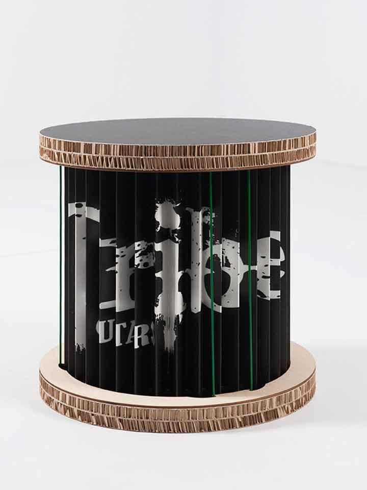 #Sgabello in #cartone, #legno e #carta stampata, con supporti elastici che ne garantiscono stabilità e robustezza. Si presta a diverse funzioni: può essere utilizzato anche come pannello espositore, base per un piano di appoggio o per comporre una simpatica libreria.Può essere realizzato in diverse #misure e con diversi #colori. #Artigiano: Paper and Fold. Realizza #Mobili in cartone, complementi d'arredo e oggetti di #design #madeinmarche #ductilia