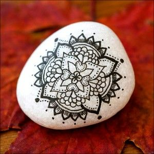 Stone painted mandala/ would be cool a cool henna tattoo