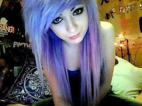 I love her hair<3 emo hair