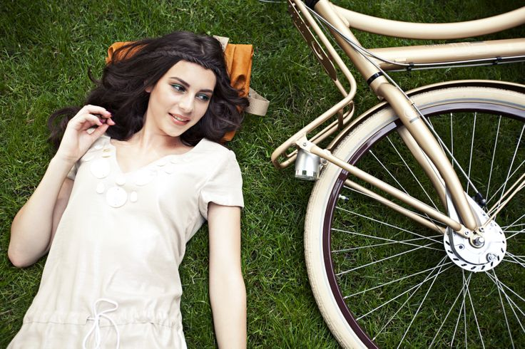 #springtime #grass #green #fashion #bicycle #design #cortina #bike #model #gold Stijlgroep Utility