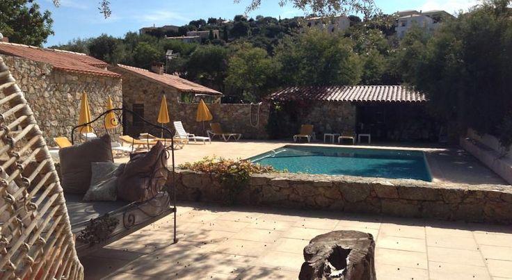 €104 L'Ile Rousse Occupant une ferme rénovée du XXe siècle, l'hôtel La Bergerie vous accueille en Corse, sur les sommets de l'Île-Rousse.