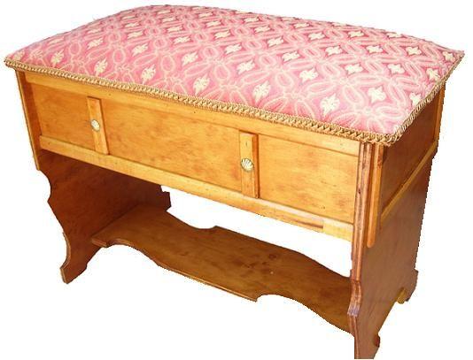 CLAF - Linda Banca Baul Multiuso (COD 501 - Banca Baul) Fabricada en madera terciada lisa, barnizada. Tapiz acolchado color bordeo. Soporta 90 kg de peso. Medidas: - Largo: 67 cm - Ancho: 36 cm - Alto: 45 cm - Caja: 67x15 cm Precio: $ 28.000 www.claf.cl