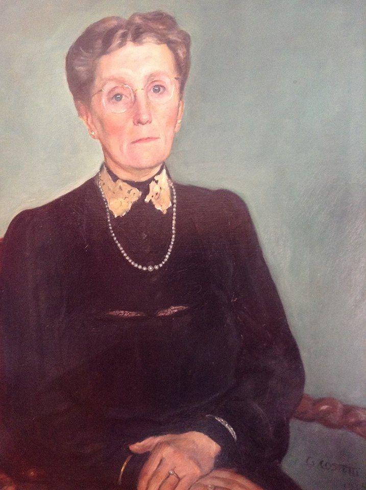 """""""In de jaren 1944-45 hadden mijn grootouders de joodse kunstschilder Giovanni Costetti in huis, goed verstopt.....Dit portret laat indrukwekkend zien hoe troosteloos mijn oma gebukt ging onder de lange afwezigheid van haar drie zonen en de hongerwinter. In 1954 overleed ze, 30 kg zwaarder aan diabetes...."""" Madeleine #fotoschrijven"""