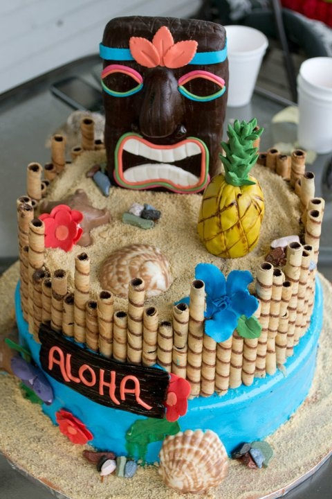 I love this... kitschy Hawai'i inspired cake. Perfect for a luau!