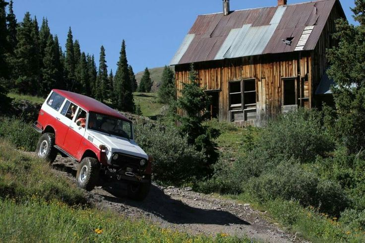 FJ-55 on Alpine Loop Trail in Ouray, CO.
