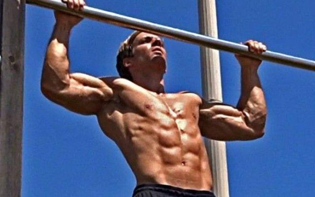 Bar training: la nuova frontiera dell'allenamento Una guida completa per l'esecuzione degli esercizi di trazione alla sbarra una nuova tipologia di a palestra allenamento pesi