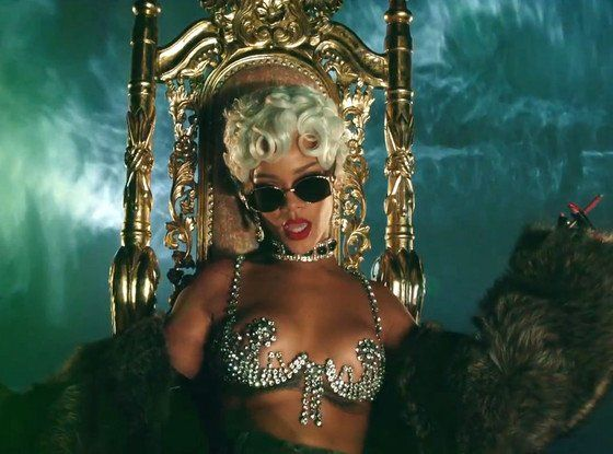 Rihanna TWERKS & gets down & dirty in her latest music video for 'Pour It Up'! WATCH the hot and sexy video right here! OWWW
