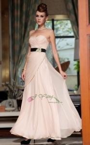 http://jyang.no/products/ballkjole-d330823-serie-alaska-rosa-med-svart-beltet