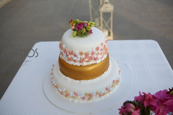 A bohemian gold wedding cake with lemon and chocolate #weddingcake #weddingideas #weddings
