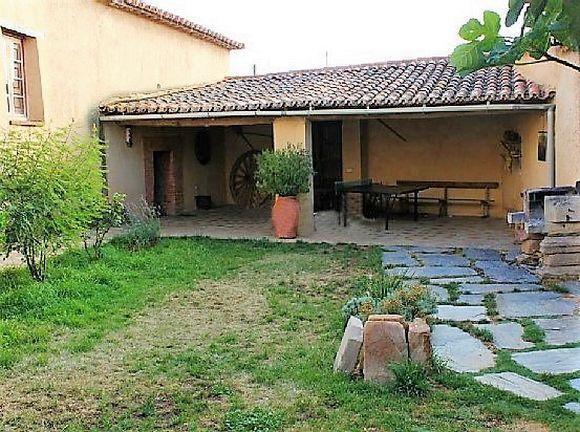 ZAMORA, MANGANESES DE LA LAMPREANA. 7 habitaciones. Casa Rural La Paloma, casa típica de Tierra de Campos que ha sido restaurada respetando la tipología de la zona. Cuenta con 350 m² distribuidos entre 7 habitaciones, 4 cuartos de baño (uno con bañera de hidromasaje), 3 salones, cocina equipada, patio y amplio jardín con barbacoa y mesa de ping pong. Situada en la Reserva de las Lagunas de Villafáfila, en la #RutaDeLaPlata, un enclave natural para el turismo activo. #Zamora #CasaRuralGrupos