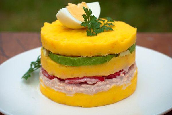 #RECETA ::Causa clásica:: http://comeentucasa.com/?p=474 Papas amarillas y ají amarillo fresco siempre debe ser la primera opción. #ComeEnTuCasa