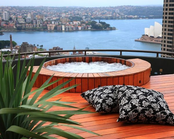 Rooftop terrace the roof roof terraces and rooftops for Terrace jacuzzi