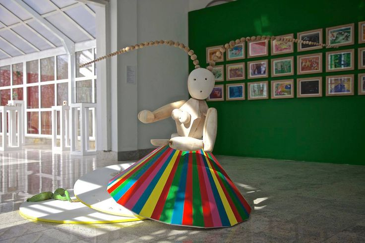 Protector, wood, porcelain, Alicja Łukasiak2016